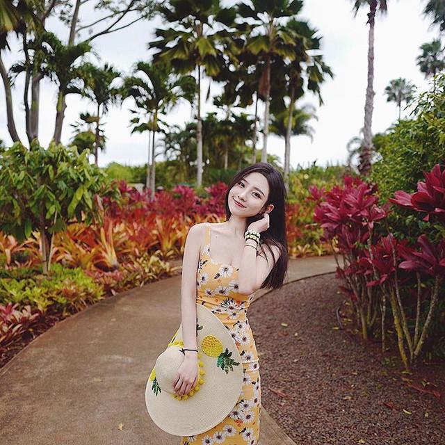 小清新正妹Suyu公園穿小洋裝散步時_側乳意外入鏡反差好大啊