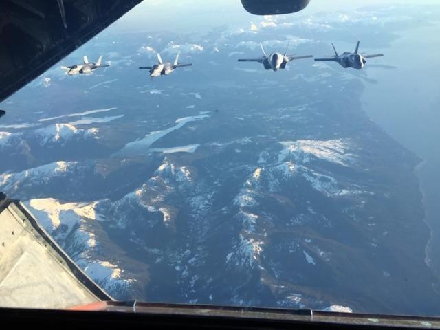 Porta Helo Izumo (22 DDH) - diseño para Unidades Stealth F-35 , similares y Helos - Trump anuncia entregar los F-35B para el J.S Izumo y Kaga - Mayo/2019 - Página 2 F35_B_US_NAVAL_VERSION_TO_IWAKINI_BASE_IN_JAPAN