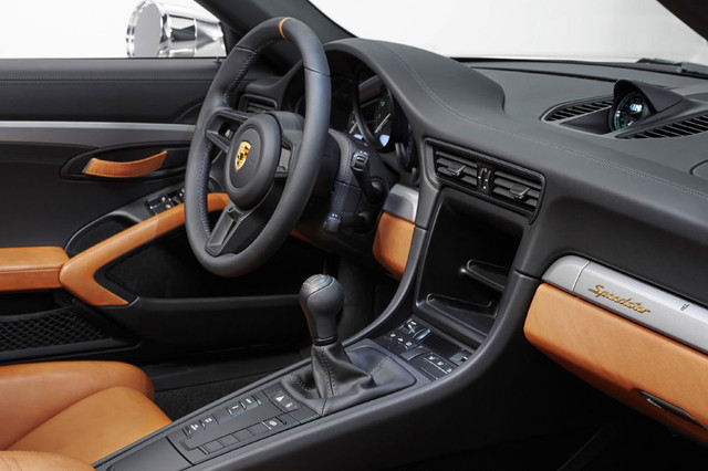 high-911-speedster-concept-2018-porsche-ag-10-Copy.jpg
