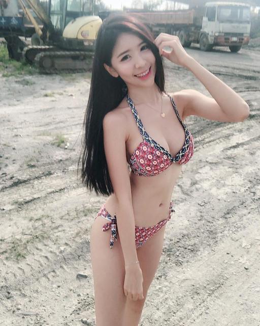 緊實Body解放比基尼_超人氣網紅笑顏美女_AngelaQiqi