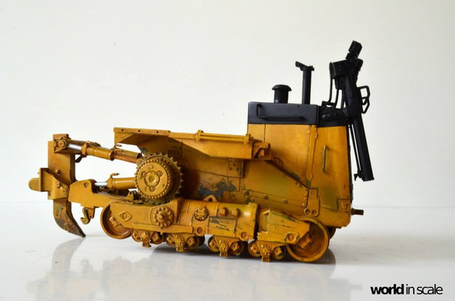Caterpillar D9 - 1:35 v. Meng (Umbau zur zivilen Version) 24059320_946718225495693_1090036900464931224_o
