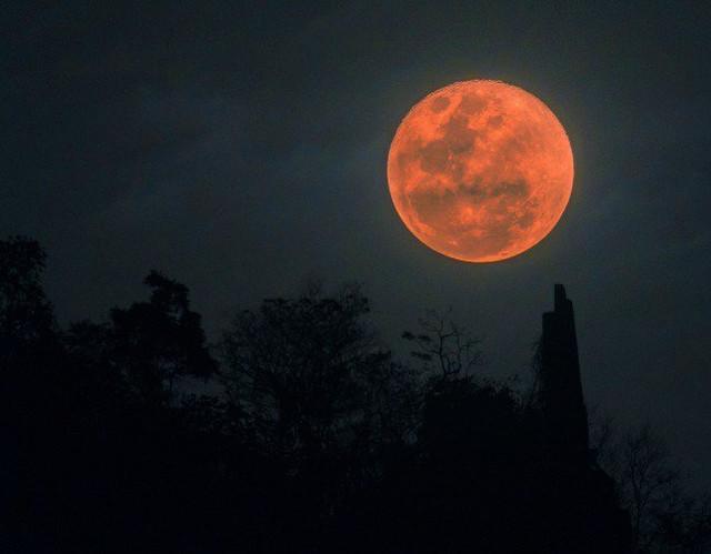 Moon feat