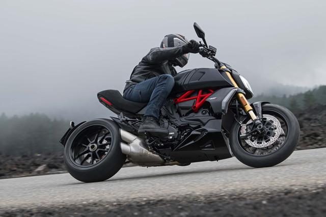 2019-Ducati-Diavel-1260-S-10