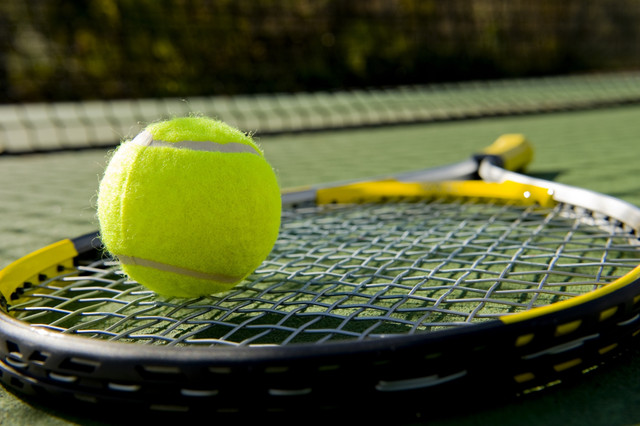 Tennis_Equipment_on_Grass_i_Stock_000008765616_Medium