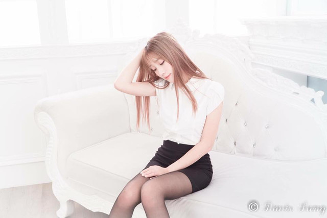 初戀的感覺!甜美可愛美少女_雪白玉腿太美了!Iris_劉萱