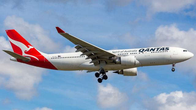 Qantas A330 VH EBJ 010718