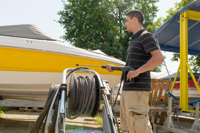 Man_Washing_Boat