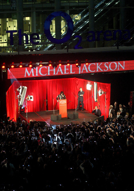 LONDON-MARCH-05-Michael-Jackson-announces-plans-for-Summer-residency-at-the-O2-Arena-at-a-press-conf