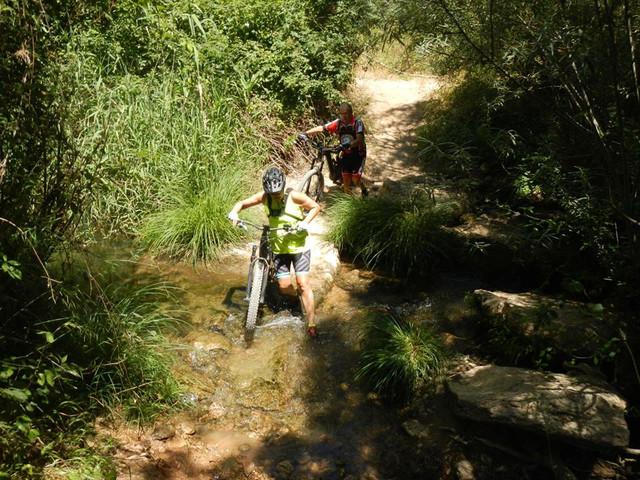 El rio Turon en el Burgo este sabado (cronica) 37230940_10205117684617425_2570159389713367040_n
