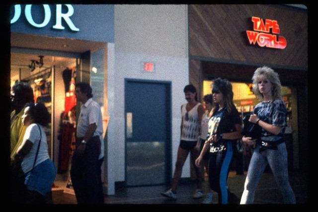 shopping_mall_1989_23