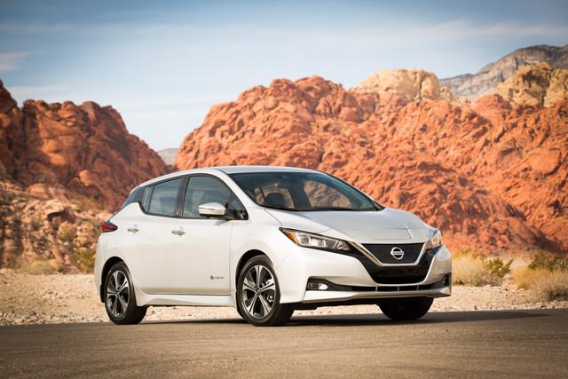 0409_aut_Nissan_LEAF_takes_over_Las_Vegas
