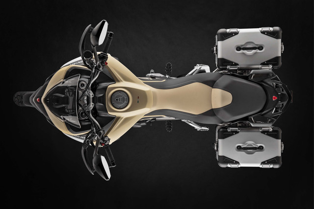 2019-Ducati-Multistrada-1260-Enduro-09