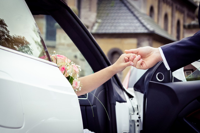 wedding_car_i_Stock_000056337694_Small