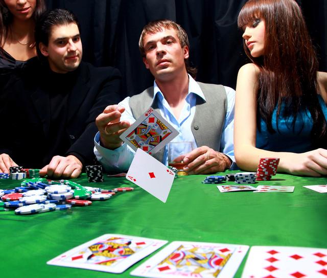 Как подобрать сайт для игры в онлайн покер