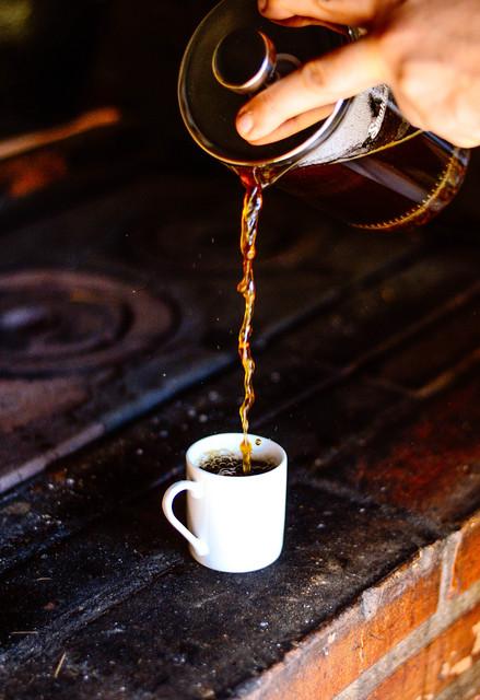 jak poprawnie zaparzyć kawę w prasce francuskiej