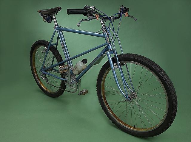 https://preview.ibb.co/cgkJ4v/breezer_1_mountain_bike.jpg