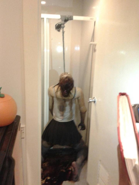 Model thailand gantung diri di apartemen mewah. Sudah busuk 5 hari