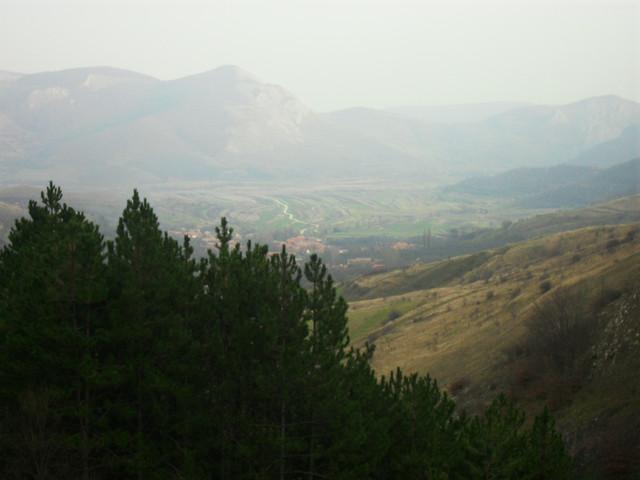 Satul Izvoarele vazut din Cheile Plaiului