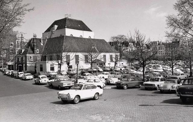 Amstelveld 1971 De Amstelkerk uit 1670 is gebouwd als noodkerk Het kreeg de bijnaam de preekschuur e
