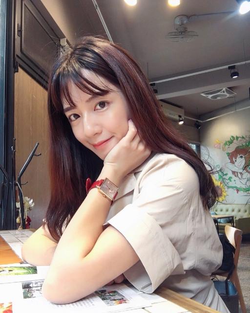 華航正妹空姐Elissa云云性感健身_運動內衣好身材大方秀好辣