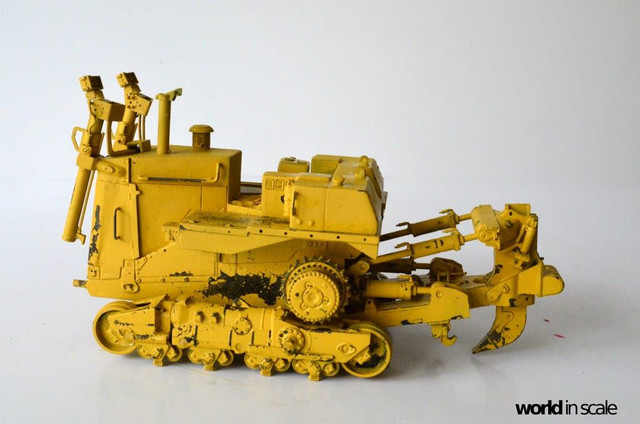 Caterpillar D9 - 1:35 v. Meng (Umbau zur zivilen Version) 23674742_942635559237293_8446470644255443808_o
