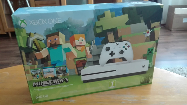 P: Xbox One S 500GB Minecraft edition