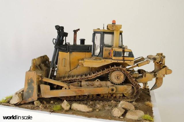 "Caterpillar D9 ""Bulldozer"" - 1:35, based on Meng Models 26060331_964750183692497_4646099222738207989_o"