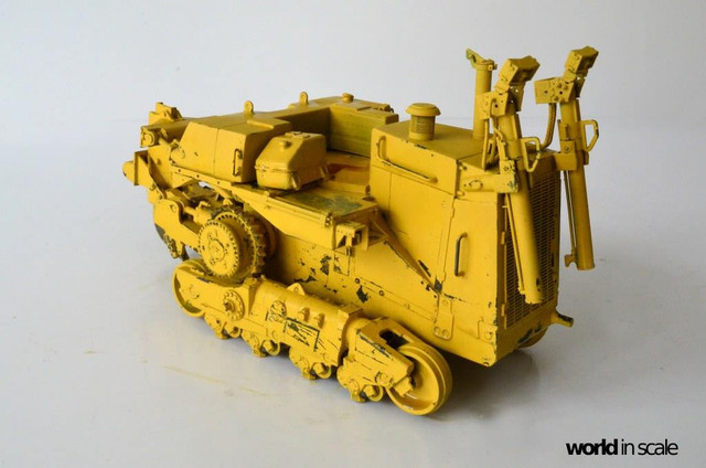 Caterpillar D9 - 1:35 v. Meng (Umbau zur zivilen Version) 23632595_942635569237292_6174550619516444672_o
