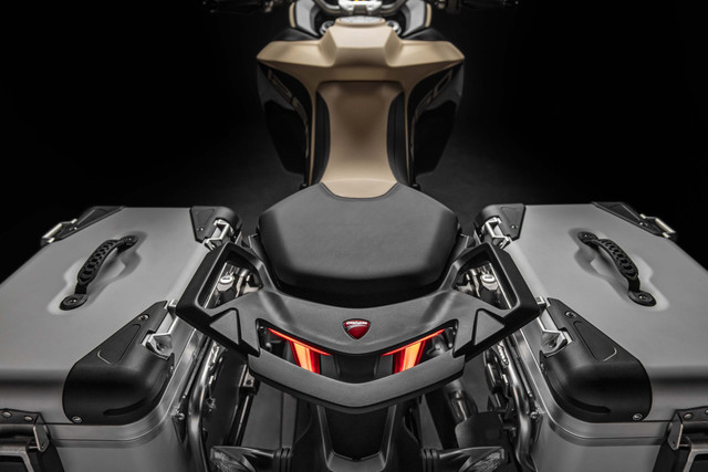 2019-Ducati-Multistrada-1260-Enduro-38