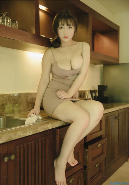 Bộ Ảnh Người Mẫu trong phòng bếp với Vếu khủng được FA tìm kiếm nhiều!