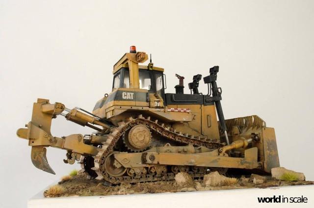 "Caterpillar D9 ""Bulldozer"" - 1:35, based on Meng Models 26026178_964750443692471_4953026154782090418_o"