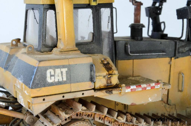 "Caterpillar D9 ""Bulldozer"" - 1:35, based on Meng Models 26171643_964750340359148_3650595599915036436_o"