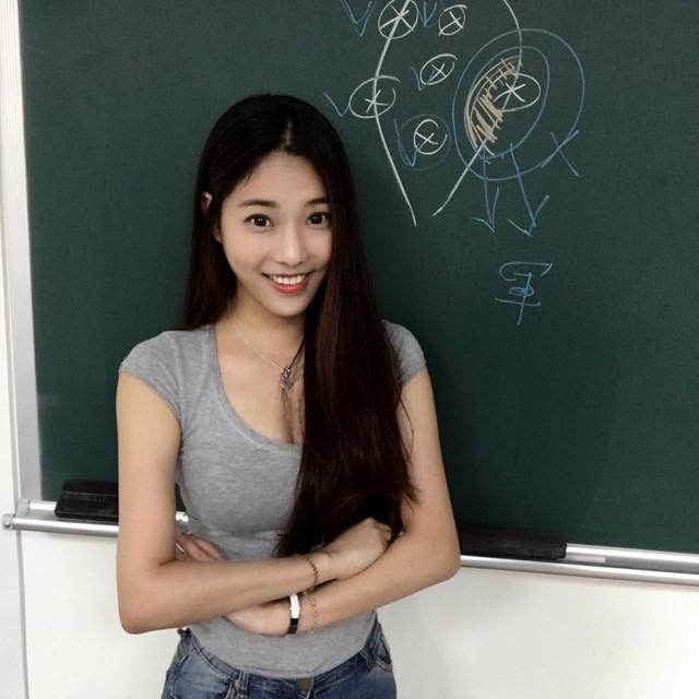 文化大學法律博班學姐鄭小奈IG還有渾圓飽滿的比基尼照