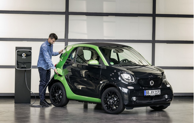 2017_smart_fortwo_electric_drive_100566131_l