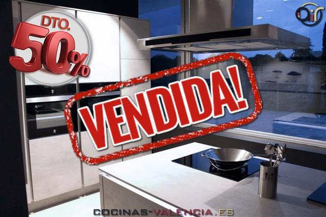 Modelo de cocina de diseño RIVA en Gris hormigón en oferta en Valencia