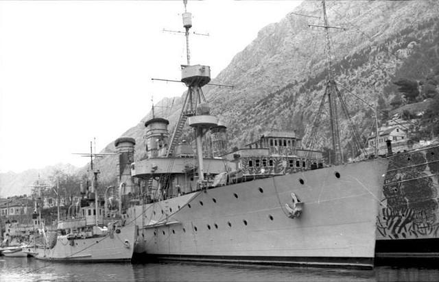 Bundesarchiv Bild 101 I 185 0116 27 A Bucht von Kotor jugoslawische Schiffe