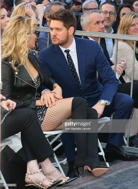 HOLLYWOOD-CA-OCTOBER-16-Luisana-Lopilato-and-Michael-Buble-attend-a-ceremony-honoring-him-with-a-sta