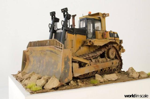 "Caterpillar D9 ""Bulldozer"" - 1:35, based on Meng Models 26170675_964750193692496_6608546225765604044_o"