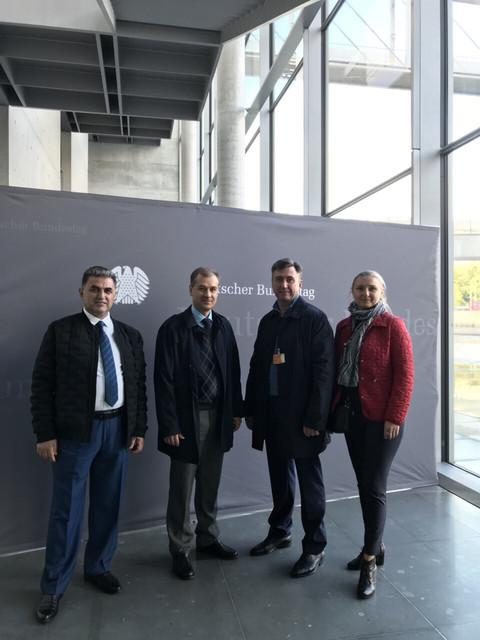Руководители партии «РАЗУМНАЯ СИЛА» в Берлине в офисе партии Die Linke озвучивают мирные инициативы.