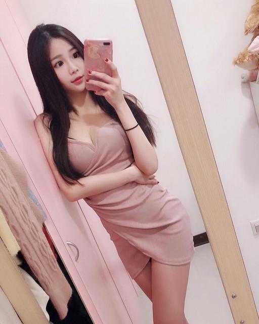 細緻身材清甜美貌尤物_連身短裙秀美腿_竺竺