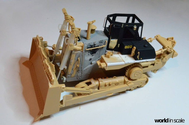Caterpillar D9 - 1:35 v. Meng (Umbau zur zivilen Version) 23551120_940006392833543_1906103603074215460_o