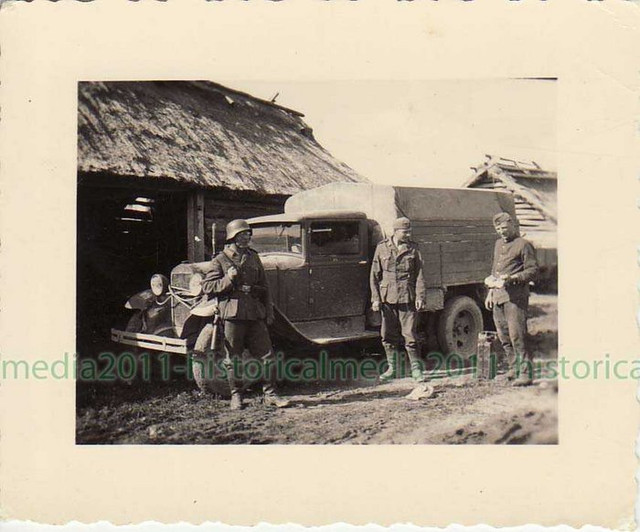 [Pilt: GAZ_AA_captured_truck_WWII_Photo.jpg]