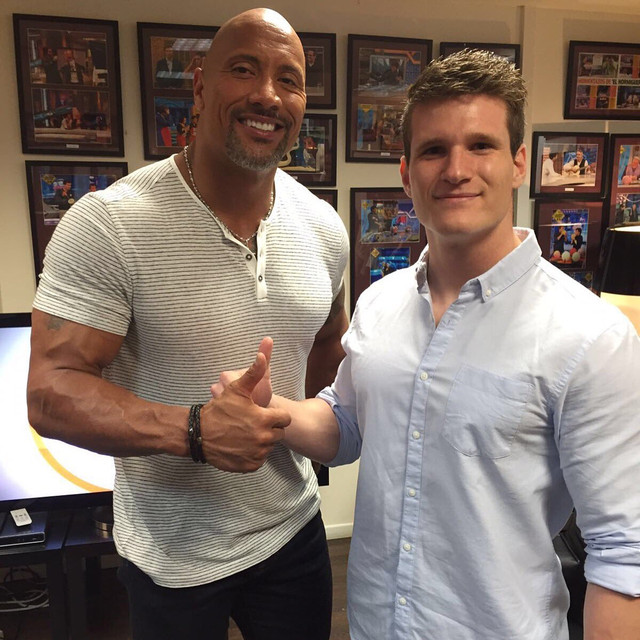 ¿Cuánto mide Dwayne Johnson (The Rock)? - Altura - Real height Ck_XVZ1t_W0_AEk0_Ih
