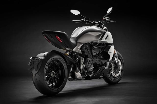 2019-Ducati-Diavel-1260-03
