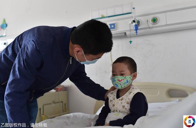 Ayah yang menjual pelukan ʕ·ᴥ·ʔ demi menyelamatkan anaknya dari Leukemia (;人;)