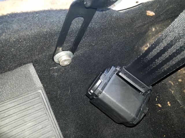 [Image: Bottom_seat_belts.jpg]