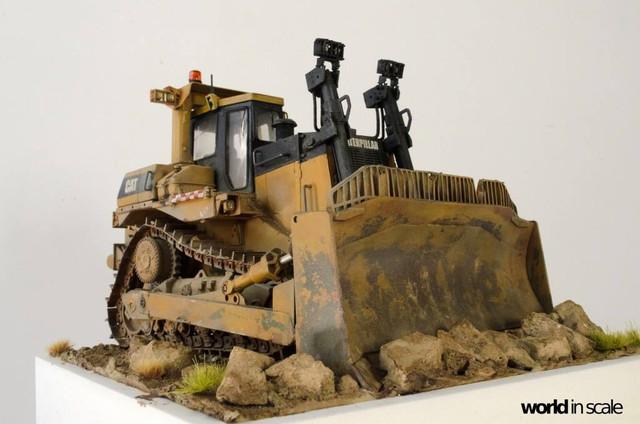 "Caterpillar D9 ""Bulldozer"" - 1:35, based on Meng Models 26114701_964750393692476_114279171790872041_o"