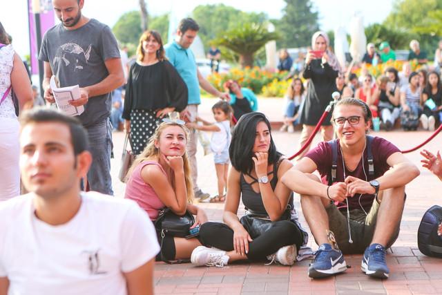 Cem Ylmaz ve Ozan Gven Pek Yaknda filminin gsterimi ardndan sinema severlerin sorularn yantlad Film