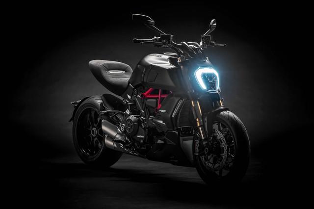 2019-Ducati-Diavel-1260-S-33