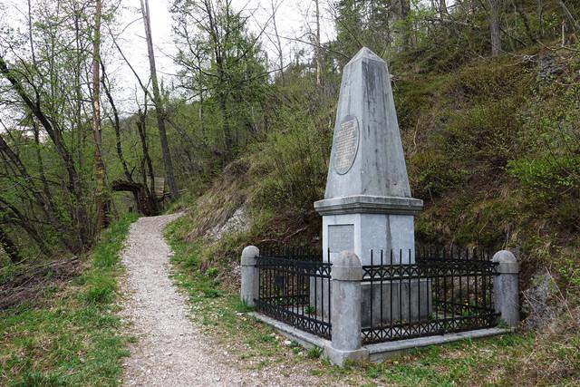 12 dsc08076 spomenik small
